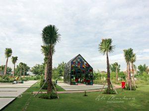 Taman Mozaik Surabaya : Pernak-Pernik Warna Berkesan Estetis