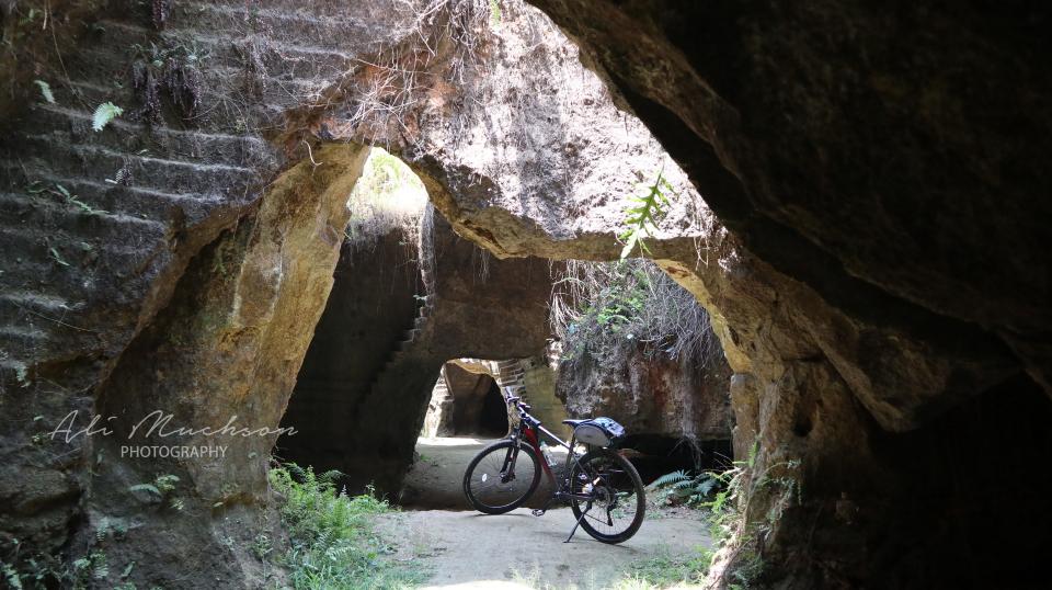 Gowes ke Bukit Kapur Arosbaya