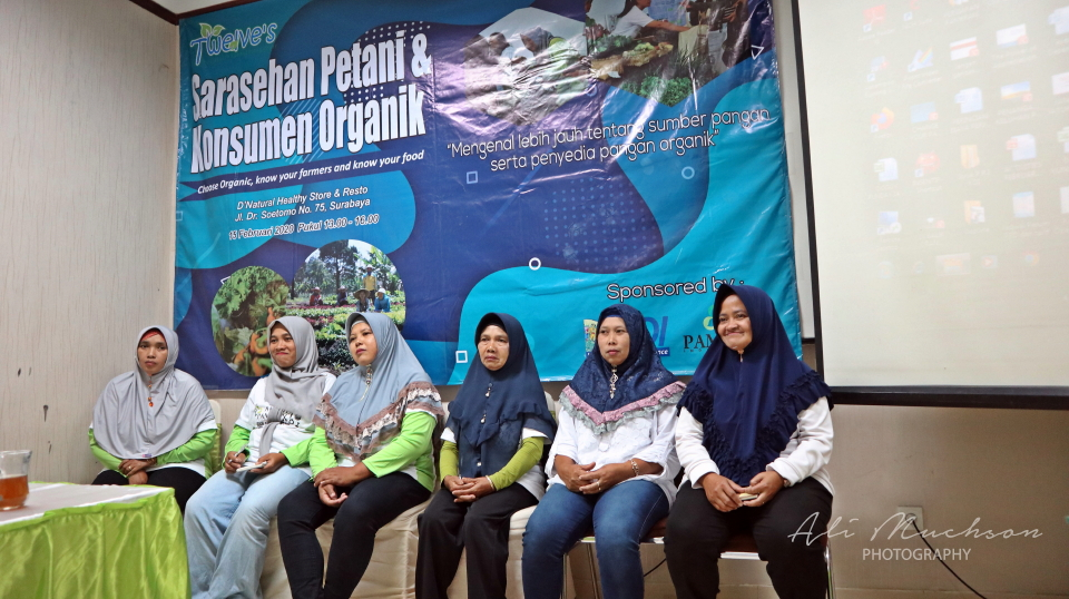 "Twelve's Organic, ""Sarasehan Petani & Konsumen Organik : Choose organic, now your farmers and now your food."""