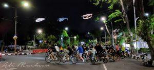 Bersepeda Malam Hari Tawarkan Keseruan, Perlu Kewaspadaan