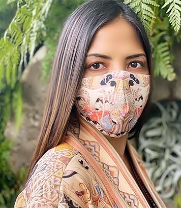 Masker motif Wayang Beber buatan Ghea Fashion Studio. (Foto Ghea Fashion Studio)