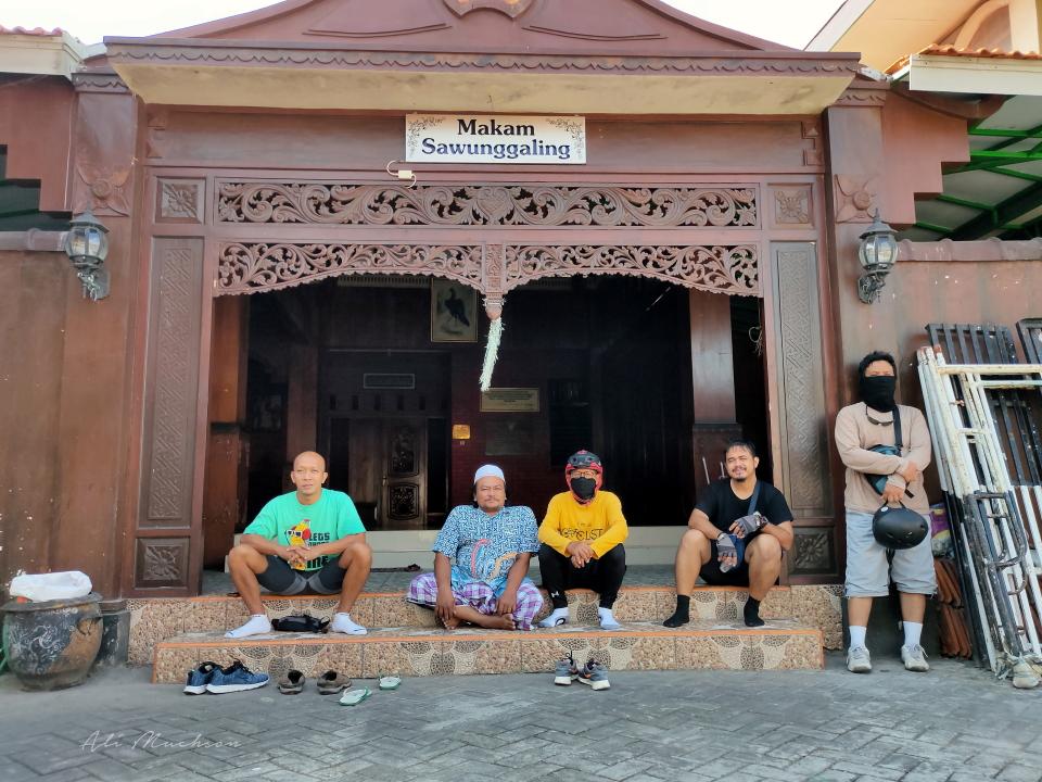 Bersama Pak Setyo Budi, Juru Kunci, makam Raden Sawunggaling