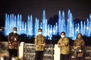 Delegasi World Habitat Day 2020 Nikmati Suasana Malam Sembari Tonton Pertunjukan Air Mancur Menari