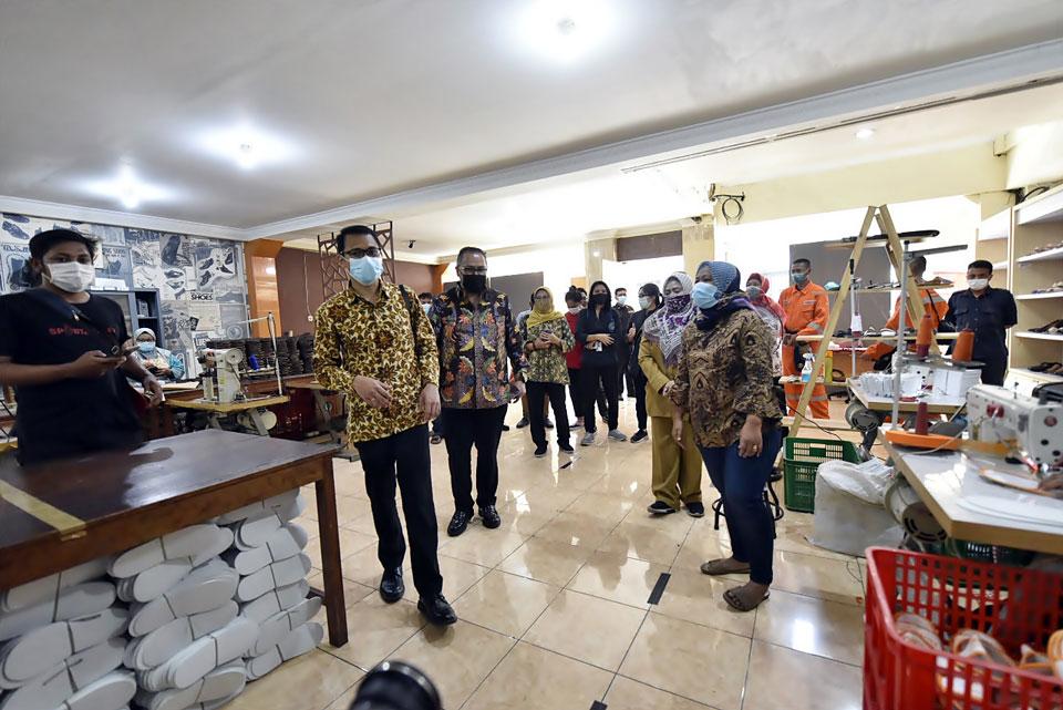Delegasi World Habitat Day 2020 ke UMKM di KUB Mampu Jaya Kampung Dolly Surabaya