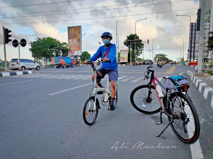 Nikmati Bersepeda dengan Nyaman, Namun Tetap Waspada dengan Begal