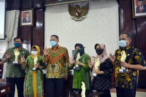 SMPN 12 Surabaya Borong 4 Piala pada Awarding Surabaya Eco School 2020