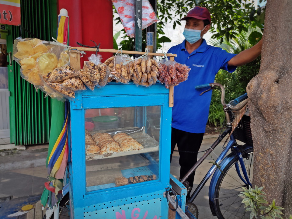 Rangin Ketan Pak Miskun, Jajanan 'Jadul' dari Tepung Ketan dengan Kelapa Parut makin Tergeser Jajanan Kekinian