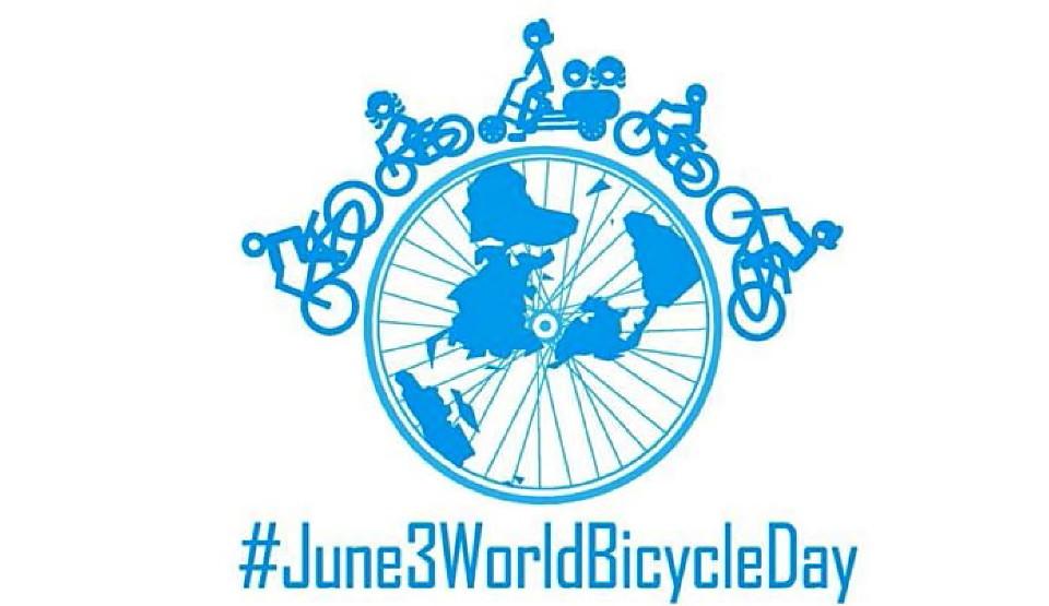 Hari Sepeda Dunia : Kayuh Sepeda Kuno, Jadi Model Dadakan