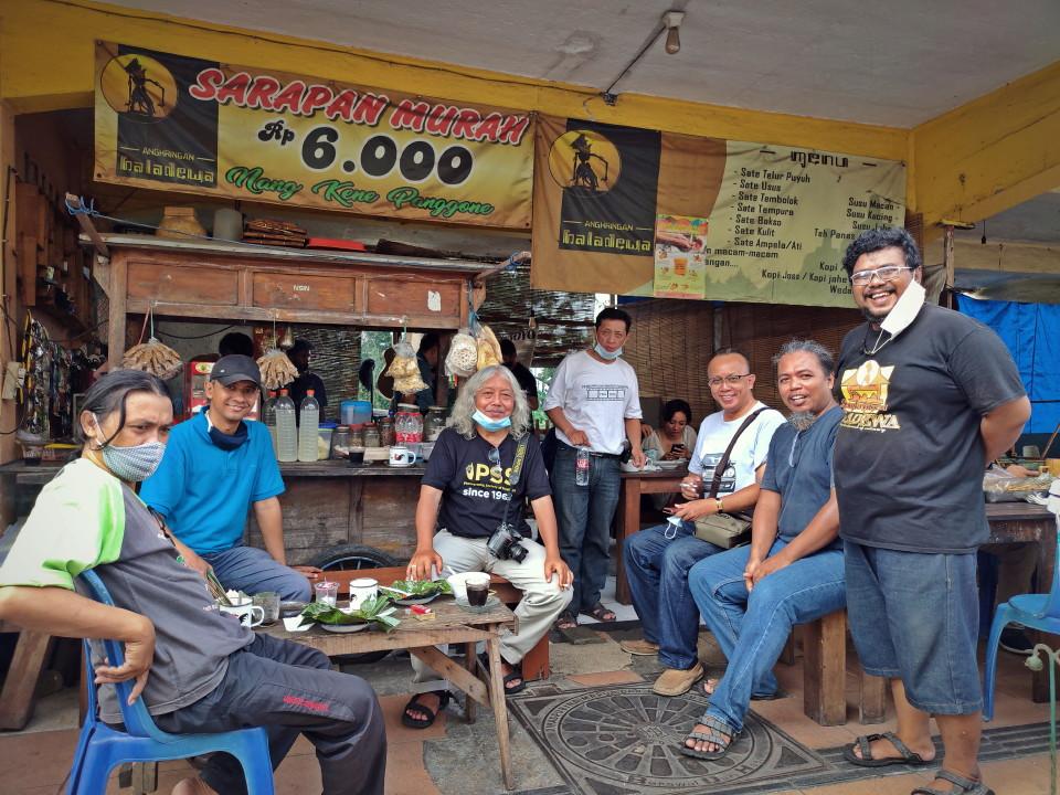 Angkringan Baladewa : 'Girli', Cocok Buat Ampiran saat Gowes atau Hunting Foto di Surabaya Kota Lama