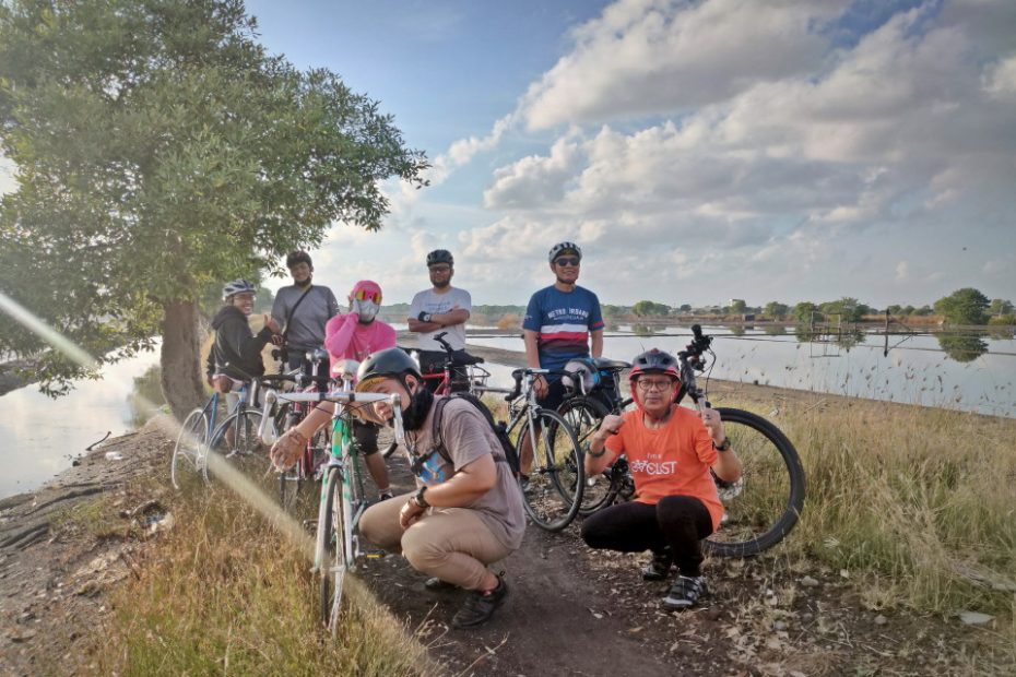 Bersepeda Bareng Personil Komunitas SteeVeBe sambil Abadikan Spot Indah