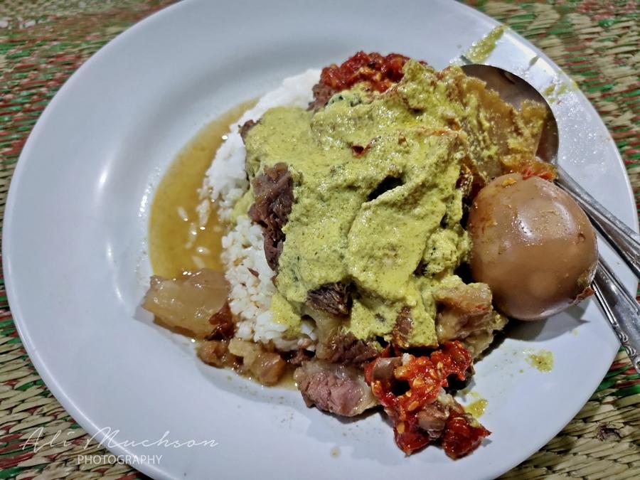 Warung Makan Mbak Tum Semarang : Gudeg Koyornya,'Yummy' Banget!