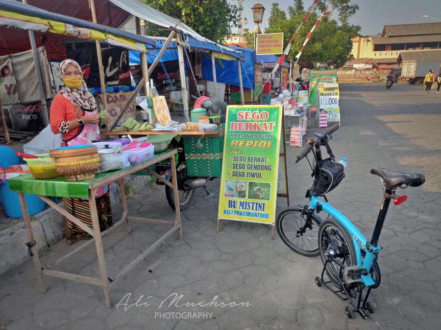 Bersepeda Keliling Keraton Kasunanan Surakarta, Temukan 'Sego Berkat' dan 'Sego Gendong' Khas Pracimantoro Wonogiri